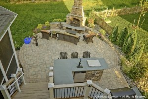 outdoor-kitchen-space-with-dining-area-300x200